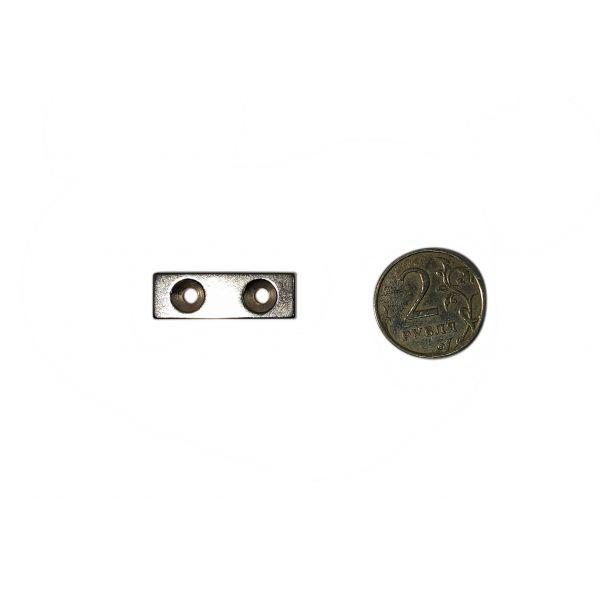 Неодимовый магнит 30х10х3 с отверстием с зенковкой 3.2/6.5 мм.